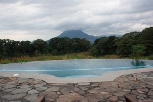 Photo of the pool with the Arenal volcano in the background